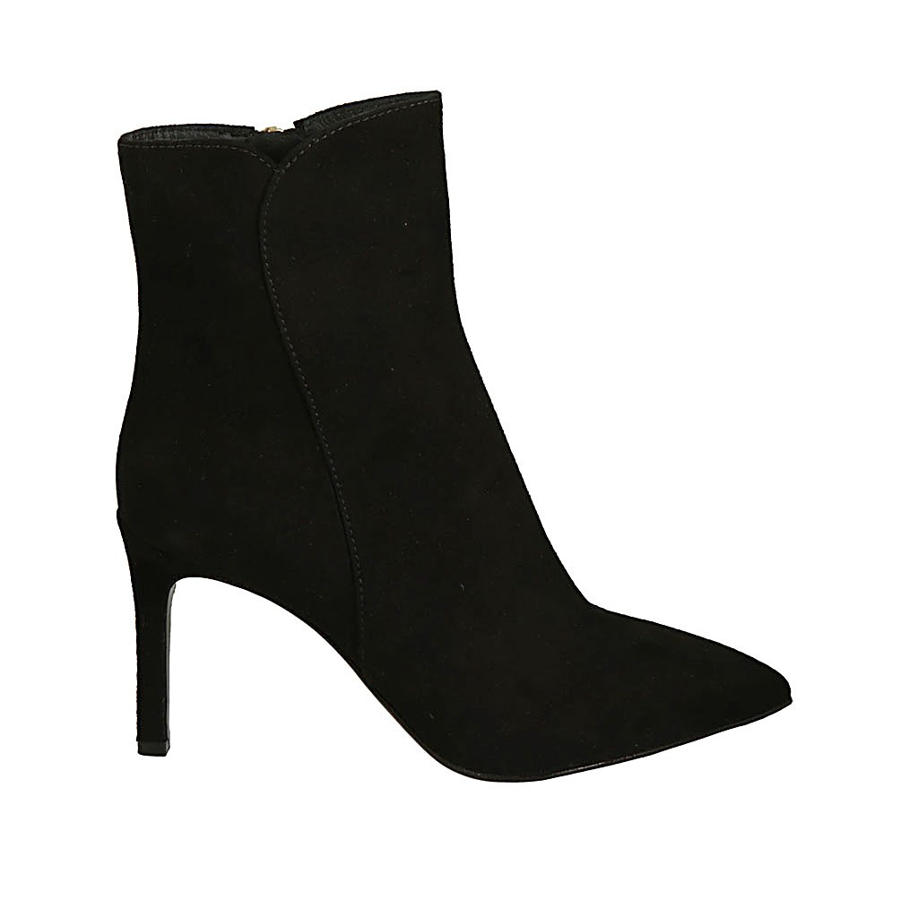 Woman's pointy ankle boot with zipper