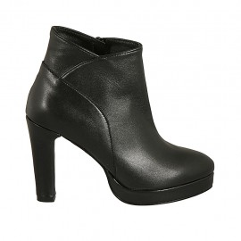 Woman's ankle boot with zipper and platform in black leather with heel 9 - Available sizes:  42, 47