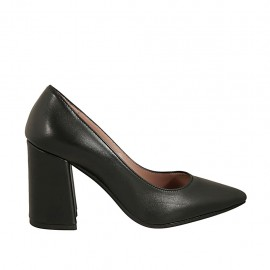 Woman's pointy pump in black-colored leather block heel 8 - Available sizes:  32, 34