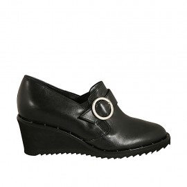 Woman's highfronted shoe with elastic bands and buckle in black leather wedge heel 5 - Available sizes:  32, 33, 34, 42, 43, 44