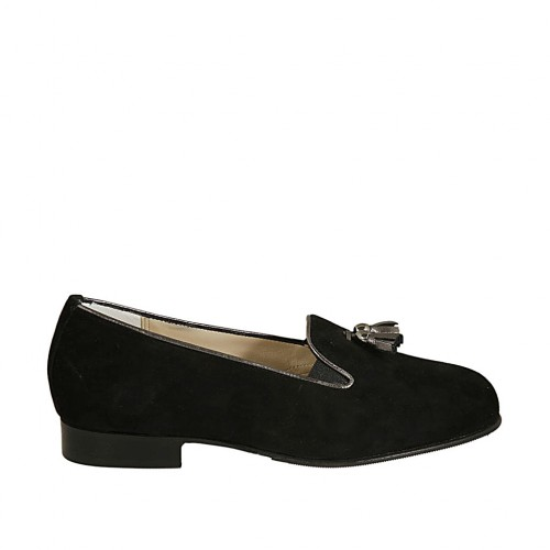 Mocasino para mujer con borlas y elasticos en gamuza negra y piel laminada gris tacon 2 - Tallas disponibles:  33, 34, 43, 44