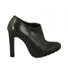 Woman's highfronted shoe in black leather with zipper heel 9 - Available sizes:  31, 33, 42, 44
