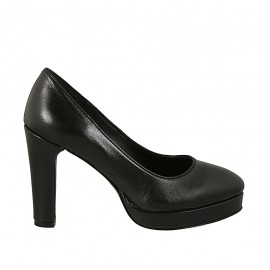 Woman's pump with platform in black leather heel 9 - Available sizes:  31, 32, 33, 34, 43, 44, 45