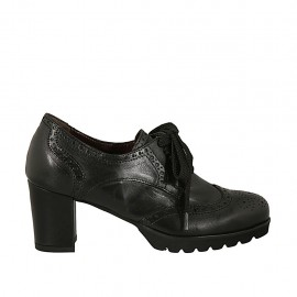 Hochgeschlossener Damenschuh mit Schnürsenkeln und Broguemuster aus schwarzem Leder Absatz 6 - Verfügbare Größen:  33, 34, 42, 43, 44, 45