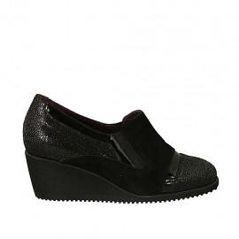 Zapato cerrado para mujer con elasticos y plantilla extraible en gamuza negra y charol imprimido gris cuña 5 - Tallas disponibles:  34, 43, 45