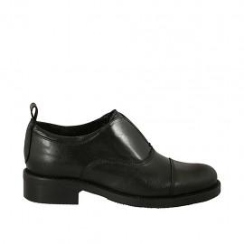 Scarpa accollata da donna in pelle nera tacco 3 - Misure disponibili: 45