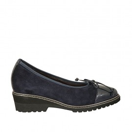 Woman's pump with bow and removable insole in blue leather and patent leather wedge heel 4 - Available sizes:  31, 33, 42, 43