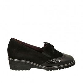 Zapato cerrado para mujer con moño, elasticos y plantilla extraible en gamuza y charol negro cuña 4 - Tallas disponibles:  33, 34, 43, 44
