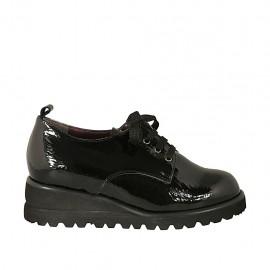 Chaussure derby à lacets avec semelle extraible pour femmes en cuir verni noir talon compensé 4 - Pointures disponibles:  43