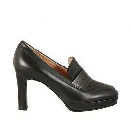 Scarpa accollata da donna con plateau in pelle nera tacco 8 - Misure disponibili: 42, 43