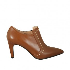 Woman's highfronted pointy shoe with zipper and studs in tan-colored leather heel 7 - Available sizes:  33, 34, 42, 43, 44, 45, 46