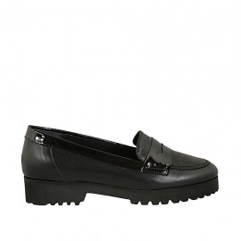 Woman's mocassin in black leather and patent leather heel 3 - Available sizes:  32, 33, 34, 43, 44