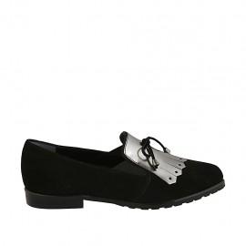 Mocasino para mujer con flecos, cordones y elasticos en gamuza negra y piel cepillada plateada tacon 2 - Tallas disponibles:  32, 33, 34