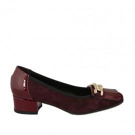 Zapato de salon para mujer con cadena y flecos en gamuza ciruela y charol granate tacon 4 - Tallas disponibles:  32, 34, 43, 44, 45