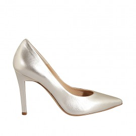 Woman's elegant pointy pump in platinum laminated leather heel 9 - Available sizes:  31, 32, 33, 34, 42, 43, 44, 45, 46, 47