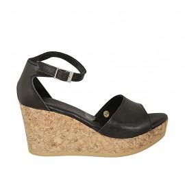Zapato abierto para mujer en piel negra con cinturon, plataforma y cuña 7 - Tallas disponibles:  32, 33, 34, 43, 44