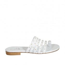 Damenzehenpantolette mit Nieten aus weissem Leder Absatz 1 - Verfügbare Größen:  33, 43, 44, 45