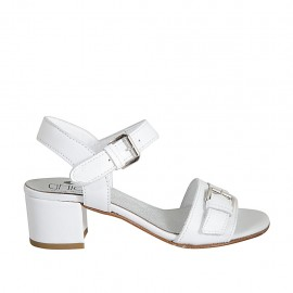 Sandale avec courroie et boucle pour femmes en cuir blanc talon 4 - Pointures disponibles:  32, 33, 34, 42, 43, 44, 45