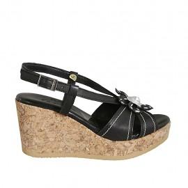 Sandale pour femmes en cuir noir et argent avec fleur, plateforme et talon compensé 7 - Pointures disponibles:  32, 33, 34