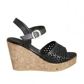 Sandalo da donna con cinturino e plateau in pelle