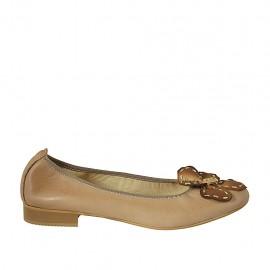 Bailarina para mujer con flor en piel color cuero y oro tacon 2 - Tallas disponibles:  42, 43, 44