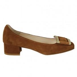 Zapato de salon para mujer con accesorio en gamuza color tabaco tacon 3 - Tallas disponibles:  32, 33, 34, 42, 43, 45
