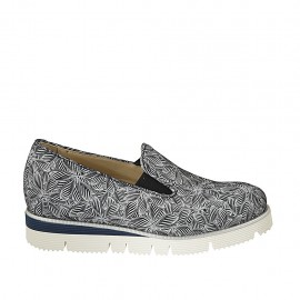 Woman's highfronted shoe with elastics and removable insole in blue and white floral printed suede wedge heel 3 - Available sizes:  32, 33, 34, 42, 44, 45
