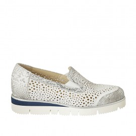 Chaussure en cuir lamé argent et daim perforé blanc avec elastiques et semelle amovible talon compensé 3 - Pointures disponibles:  32, 33, 34, 42, 43, 44, 45