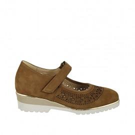 Zapato para mujer con velcro y plantilla extraible en gamuza perforada color tabaco tacon 4 - Tallas disponibles:  31, 33, 34, 42, 43, 44, 45