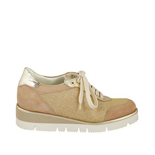 Zapato con cordones para mujer en gamuza beige, piel laminada platino y tejido brillante dorado cuña 3 - Tallas disponibles:  42, 43, 44, 45