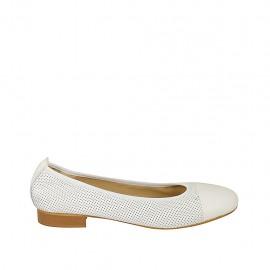 Zapato bailarina para mujer en piel perforada y charol blanco tacon 2 - Tallas disponibles:  42, 43, 44