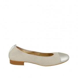 Zapato bailarina para mujer en gamuza perforada beis y piel laminada plateada tacon 2 - Tallas disponibles:  42, 44