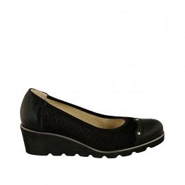Escarpin pour femmes avec goujons en daim perforé et cuir noir talon compensé 4 - Pointures disponibles:  32, 33, 34, 42, 43, 44, 45