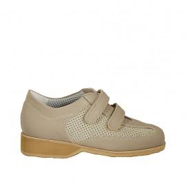 Chaussure pour femmes avec fermeture velcro en daim perforé beige et cuir taupe talon compensé 3 - Pointures disponibles:  33, 34, 42, 43, 44, 45