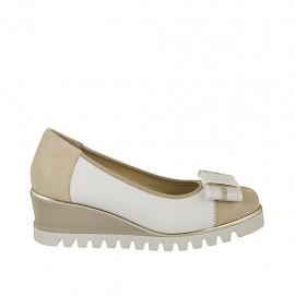 Zapato de salon con moño para mujer en piel blanca y gamuza beis cuña 5 - Tallas disponibles:  32, 34, 42, 43, 44, 45