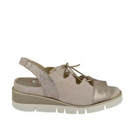 Sandale pour femmes avec elastique, cordones et semelle amovible en daim beige et cuir lamé platine talon compensé 4 - Pointures disponibles:  33, 34, 42, 44, 45