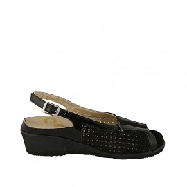 Woman's sandal with removable insole in black patent leather and pierced suede wedge heel 4