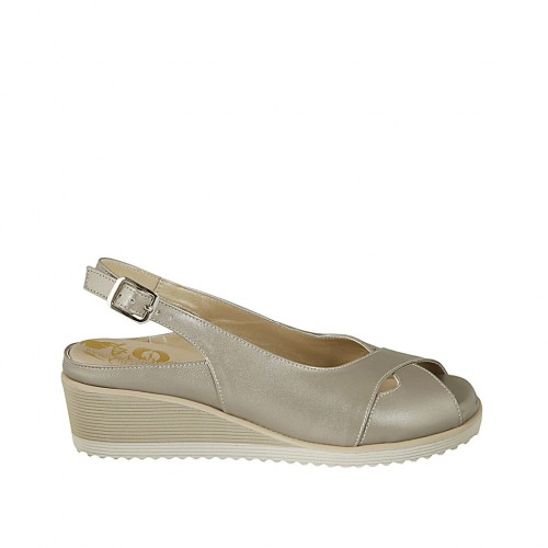 Woman's sandal with removable insole in pearly platinum leather wedge heel 4 - Available sizes:  31, 44