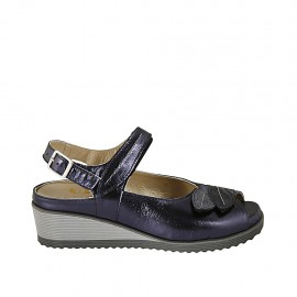 Woman's sandal with velcro strap and removable insole in blue laminated leather wedge heel 4