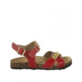 Woman's sandal in red patent leather with strap, buckle, accessory and wedge heel 2