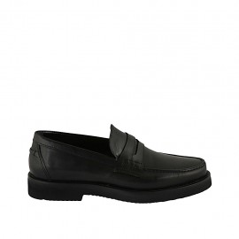 Man's classic loafer in black leather