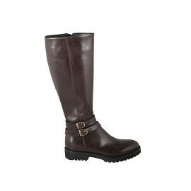 Woman's boot with zipper and buckles in brown leather heel 3