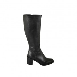Woman's boot in black leather with zipper heel 6