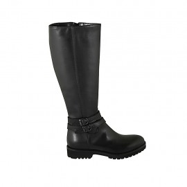Woman's boot with zipper and buckles in black leather heel 3