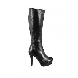 Woman's platform boot in black leather with zipper heel 11
