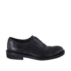 Men's highfronted shoe with rubber band and captoe in black leather