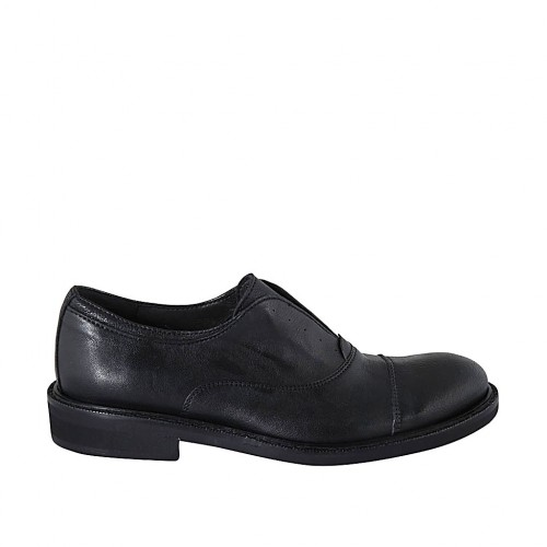 Men's highfronted shoe with rubber band and captoe in black leather  - Available sizes:  37, 38, 47, 48, 49, 50