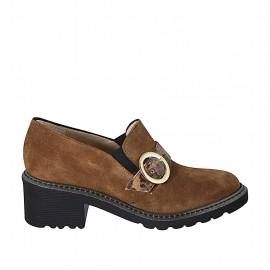 Zapato cerrado para mujer con elasticos y hebilla en gamuza y piel estampada marron tacon 5 - Tallas disponibles:  32, 33, 34, 42, 43, 44