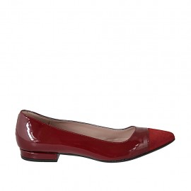 Woman's pointy ballerina shoe in red patent leather and suede heel 1