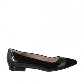 Woman's pointy ballerina shoe in black patent leather and suede heel 1